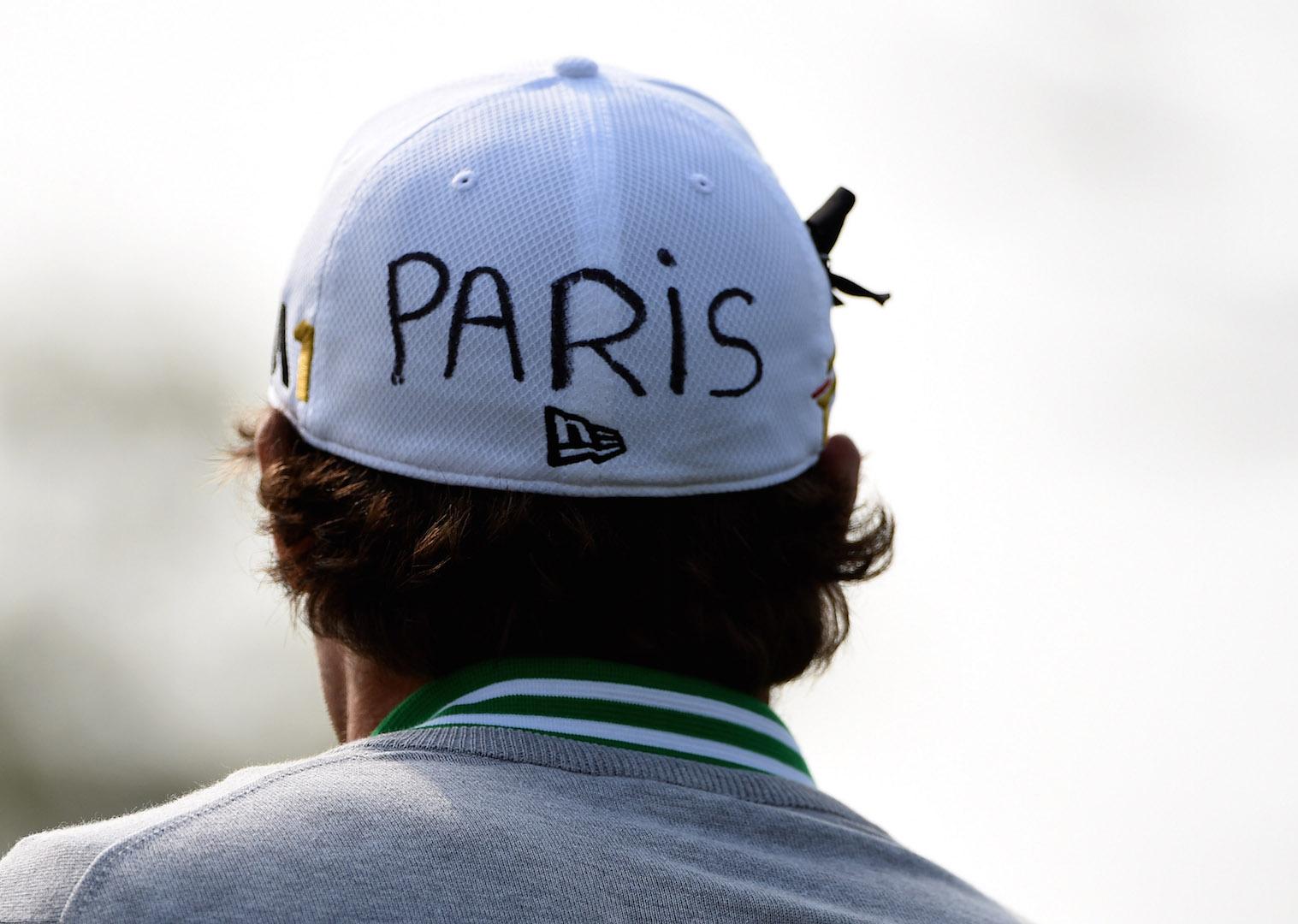 Golfers pay tribute to Paris