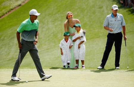 Tiger Woods threatens to sue as naked pictures leaked