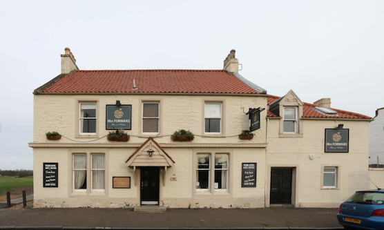 What is the oldest golf pub in the world?