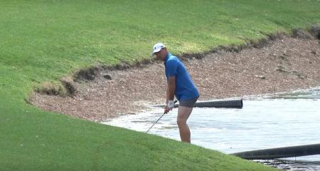Gary Woodland dropped his pants...