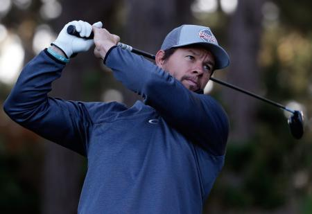 Bubba Watson gets tricked by Mark Wahlberg