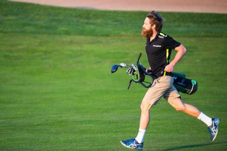 How to play 18 golf holes in 40 minutes