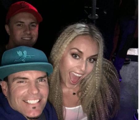 Jordan Spieth drops the photo bomb