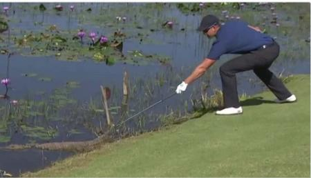 Henrik Stenson takes on crocodile