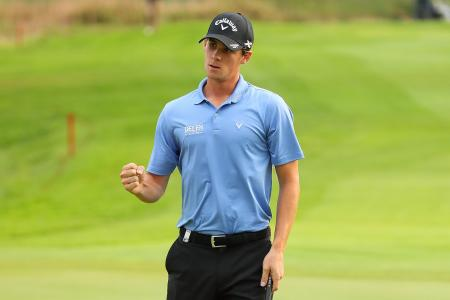 Thomas Pieters taking advice from Nicki C