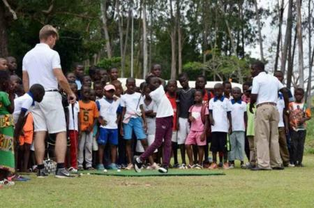 1000 poor kids in Ivory Coast are learning golf