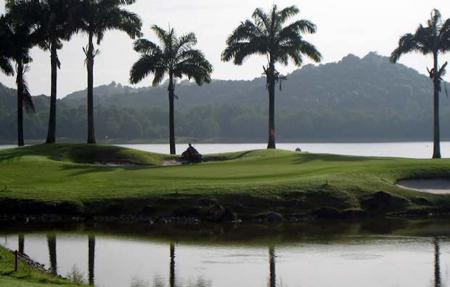 Singapore golf course makes way for new high speed line