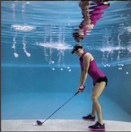 Lexi Thompson recreates famous photo shoot