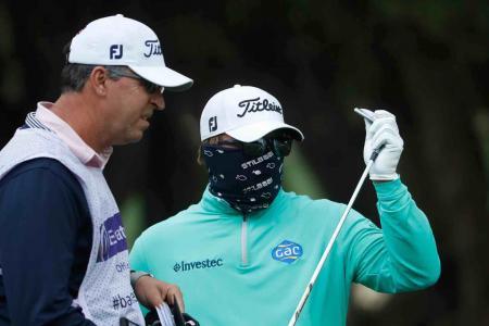 Play suspended at Dubai Desert Classic