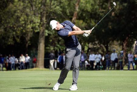 Rory McIlroy leads Phil Mickelson at WGC