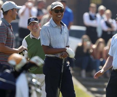 Barack Obama tees it up