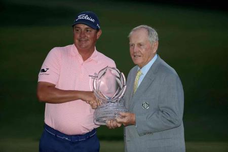 Jason Dufner fights back