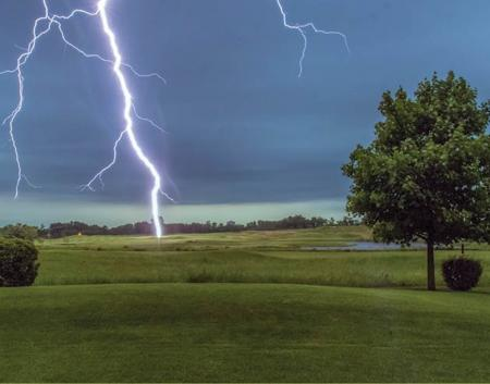 English Golfer dies from lightning strike