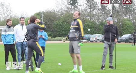 Arsenal FC players take on golf trick shot king