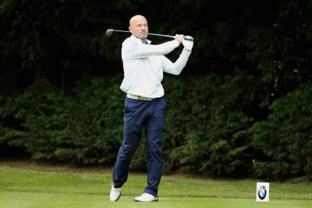 Alan Shearer to tee it up