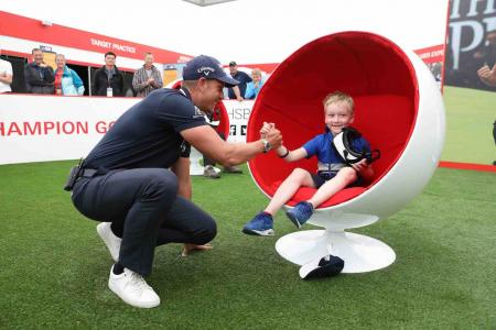 Henrik Stenson surprises young fan