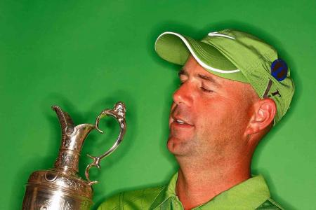 Stewart Cink's weird use of Claret Jug
