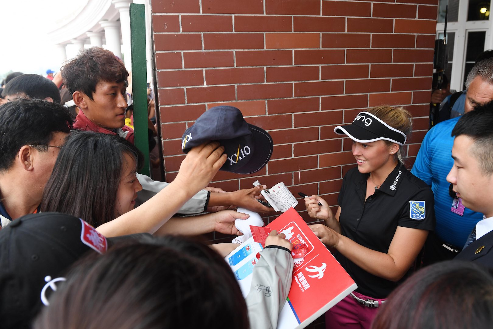 Chasing the golf autograph