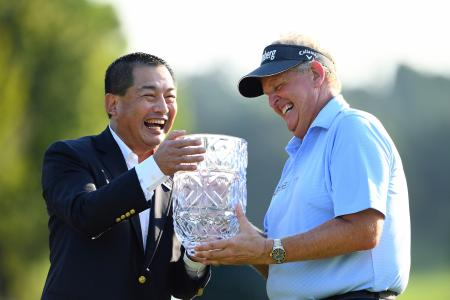 Colin Montgomerie wins in Japan