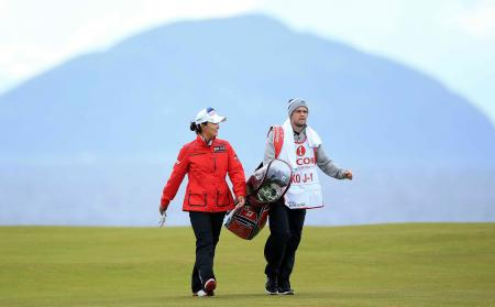 Jin-Young Ko's 17 year old caddie