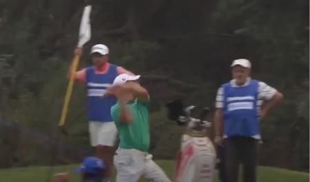 Epic putter throw on the Asian Tour