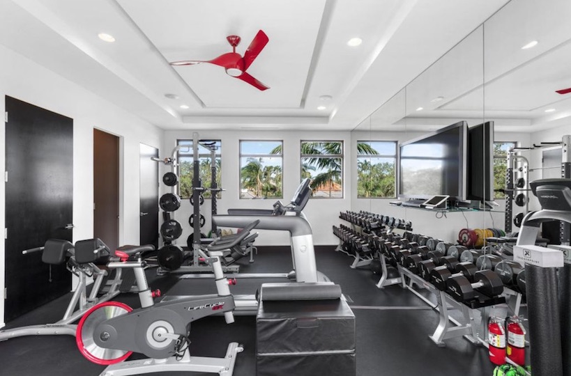 Rory McIlroy puts his Florida pad on the market