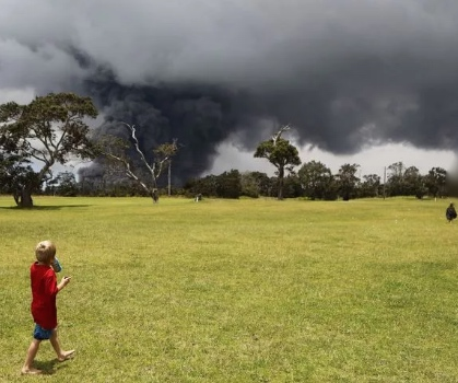 Golf goes on as volcano erupts