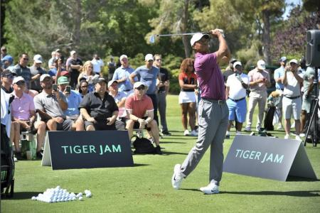 Tiger Woods auctions opportunity to caddy for him for $50k