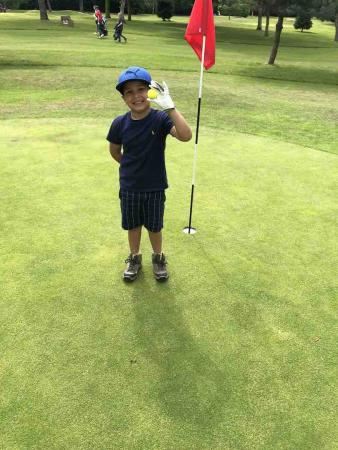 4-year-old golf prodigy makes hole-in-one