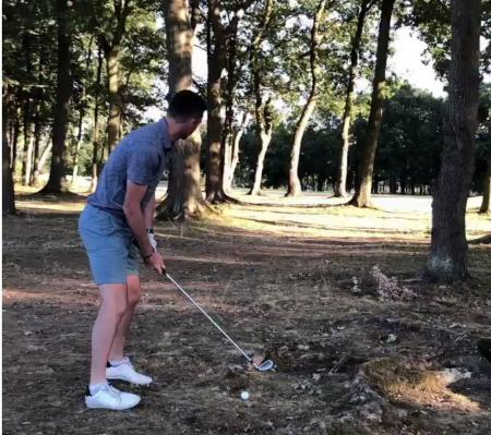 Cricketer James Anderson take a golf ball in the face