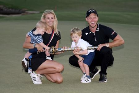 Danny Willett returns to the winning circle after 953 days