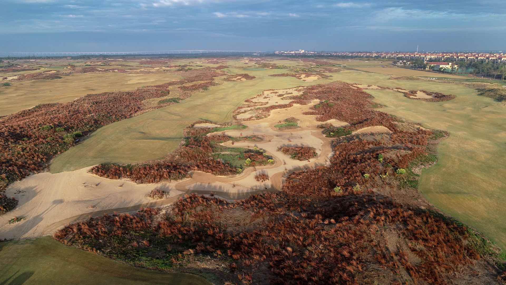 Yangtze Dunes course reopens
