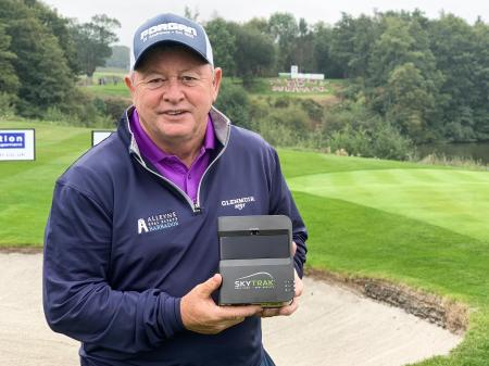 Ian Woosnam installs SkyTrak at home