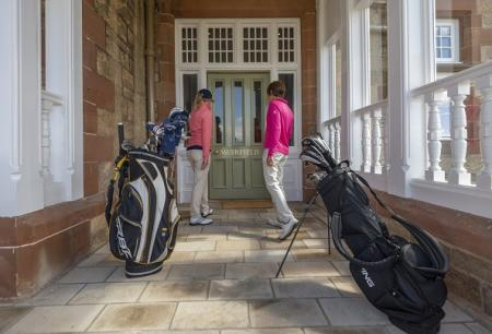 Muirfield Opens doors to women golfers