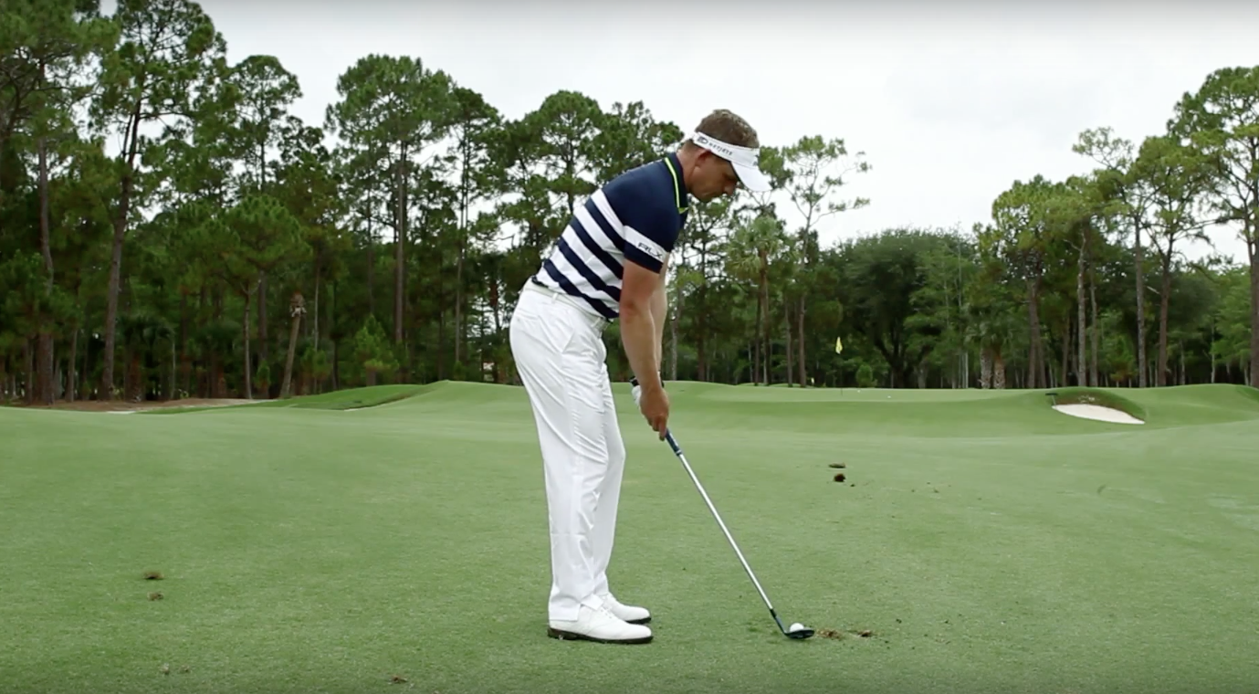 Golf Instruction: How to chip like the pros