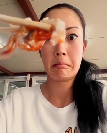 Michelle Wie Eats Live Squid!!!